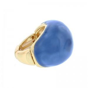 Sortija de metal en dorado con gran piedra en azul intenso