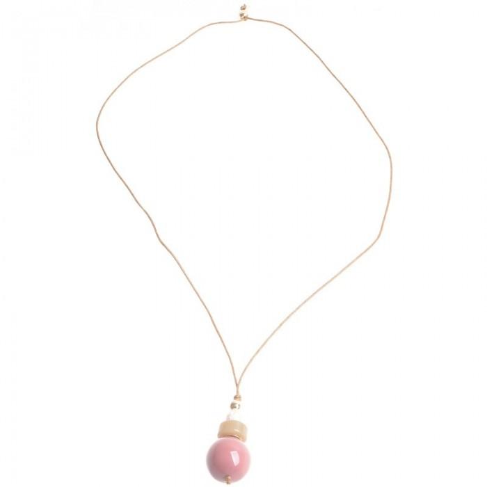 9f8b6700fba7 Collar de cuero marrón y varias cunetas de resina en tonos rosas ...