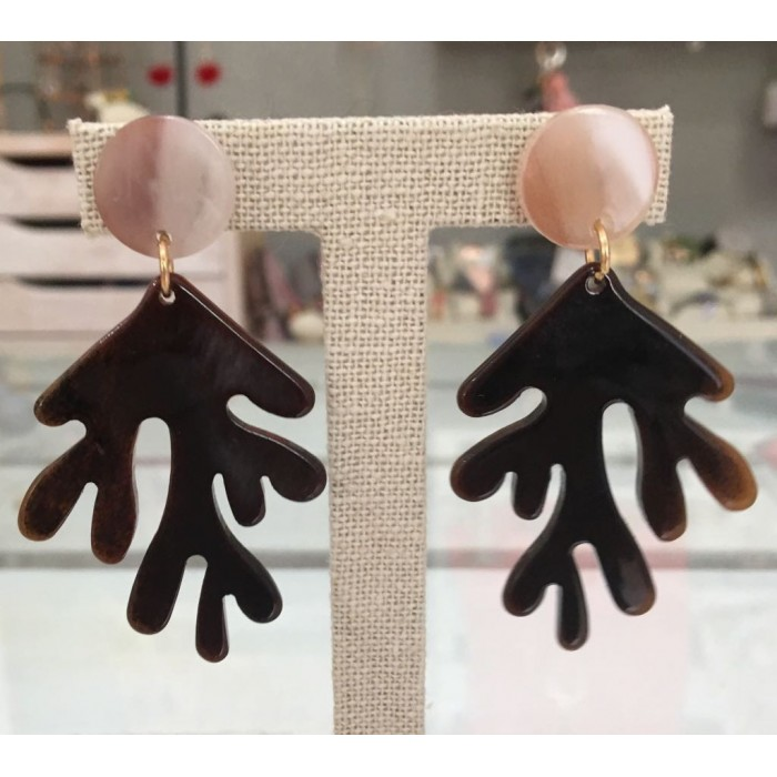 Pendientes de resina con forma de coral rosa