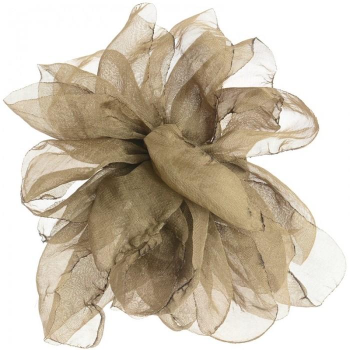 Broche de metal con flores en tela en marrón