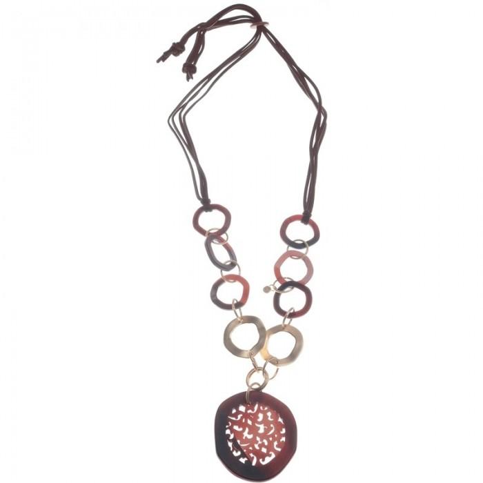 collar largo con arandelas de metal y resina y medallon central