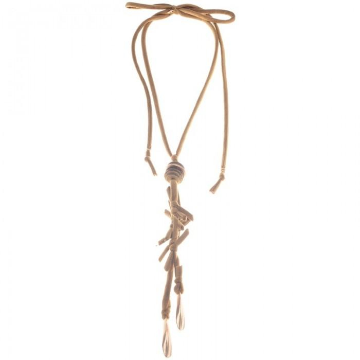 Collar largo de terciopelo trenzado con colgantes de metal