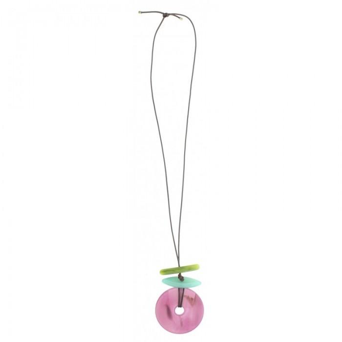 Collar largo con varios aros de resina de colores