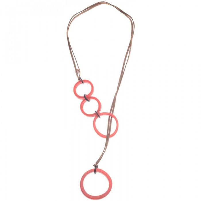 Collar largo tipo corbata con aros de resina en rojo
