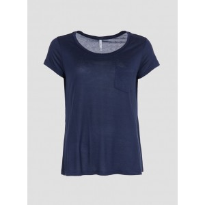 Camiseta básica con cuello redondo, manga corta y bolsillo delantero