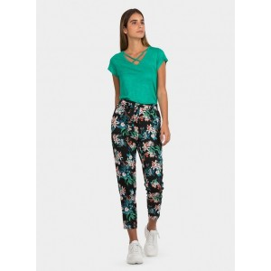 Pantalón con estampado floral de la firma Tiffosi