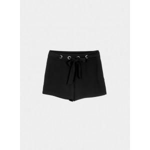 Pantalón corto con ojales metálicos y lazo en la cintura
