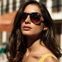 Gafas de sol hexagonal de la firma Charles Therapy