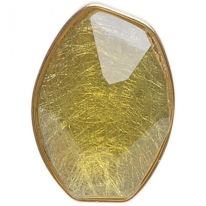 Sortija de metal dorado con resina facetada