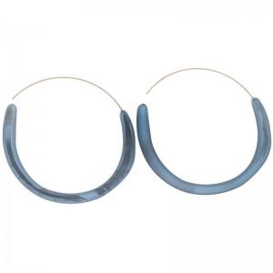 Pendientes con forma de aro de metal y resina