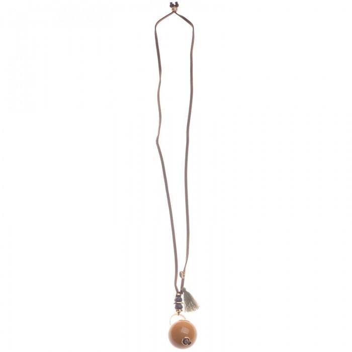 Collar largo de antelina con colgante de resina y metal