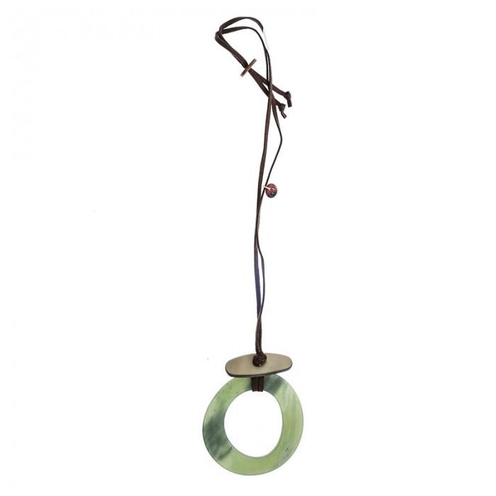 Collar largo con colgante en forma de círculo en verde