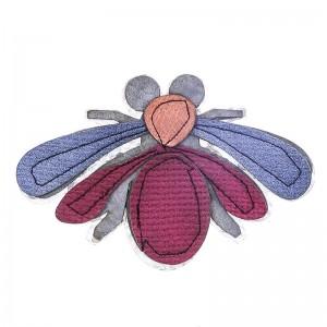 Broche con forma de insecto en metal e imitación a cuero