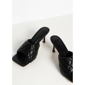 Sandalia acolchada