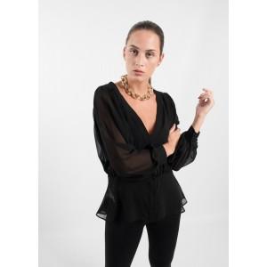 Blusa transparente en color negro con cuello de pico