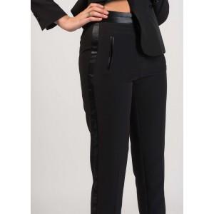 Pantalón de vestir en negro con vivo y cintura en raso