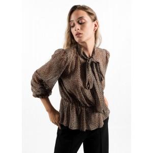 Blusa semitransparente de estampado de leopardo