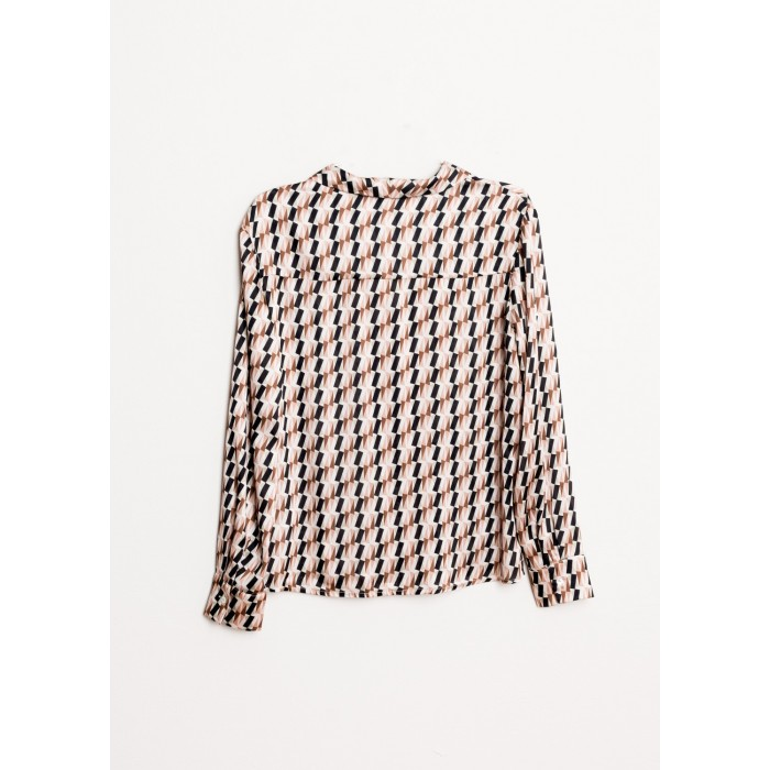 Camisa en tonos beige con estampado geométrico