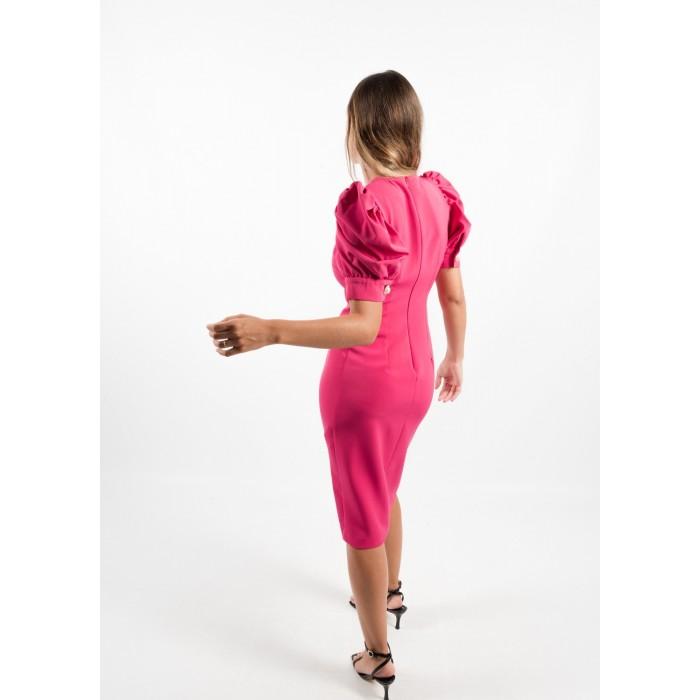 Vestido fucsia entallado con manga farol