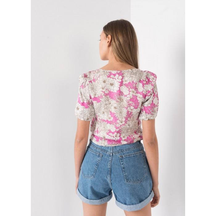 Blusa estampada con manga fruncida