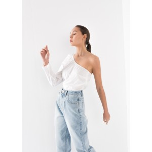 Blusa asimétrica con una manga