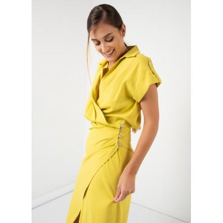 Vestido cruzado de lino en color amarillo